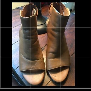 Brown Kenneth Cole Reaction 3.5 inch Heels size 7